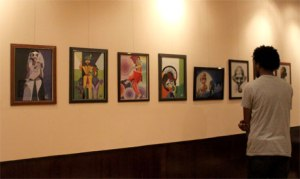 "A visitor looks at the row of caricatures, part of ""Faces and Features"" exhibition that opened in Maulana Azad Centre for Indian Culture on 30 October 2013. (Photo: Ati Metwaly)"